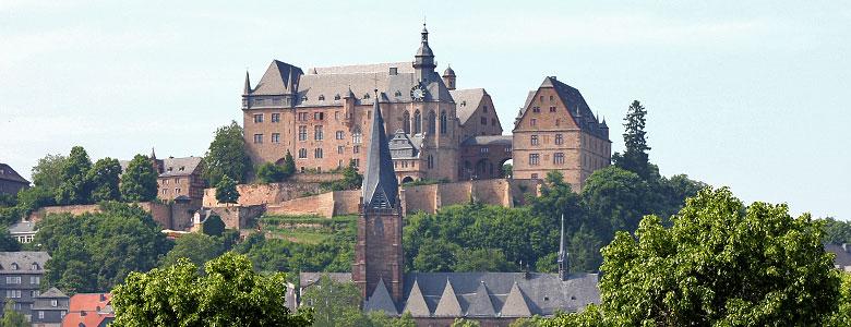 Landgrafenschloss mit Lutherkirche im Vordergrund
