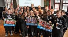 Stadträtin Kirsten Dinnebier (mittlere Reihe, 3.v.l.) empfing das Handicap-Team des BC Marburg zur Feier seines zehnjährigen Bestehens im Historischen Rathaussaal.