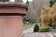 Das Portal des Marburger Hauptfriedhofs.