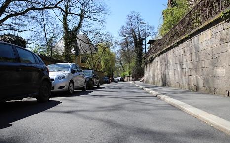 Die Straße Barfüßertor ist dank des neuen Fahrbahnbelags fahrradfreundlicher.©Stefanie Ingwersen, Stadt Marburg
