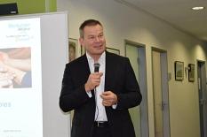 Oberbürgermeister Dr. Thomas Spies eröffnete das Info-Café rund um Fragen zur Demenz.©Universitätsstadt Marburg