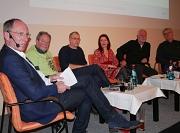 hr-Wetterexperte Thomas Ranft (v. l.) moderierte die Podiumsdiskussion beim ersten Verkehrsdialog der Universitätsstadt Marburg. Mit dabei waren der Dagobertshäuser Ortsvorsteher Peter Reckling, der Gewerkschafter Rüdiger Woelke, die Pendlerin Stefanie Ma