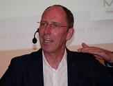 hr-Wetterexperte Thomas Ranft moderierte die Podiumsdiskussion beim ersten Verkehrsdialog der Universitätsstadt Marburg.©Gesa Coordes, i. A. d. Stadt Marburg