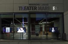 Die Fotografien und Ausstellungstexte der vier Projekte können vom 1. bis zum 14. März von außen über die aufgestellten Bildschirme betrachtet werden.©Stefanie Ingwersen, Stadt Marburg