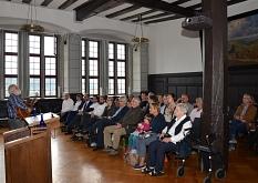 Rainer Husel (l.) sorgte für den musikalischen Rahmen der feierlichen Preisverleihung im Historischen Rathaussaal.©Stadt Marburg, Tina Eppler