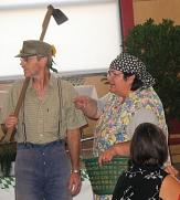 2 Schauspieler des Theatervereins lockern die Veranstaltung auf©Bernd Weimer