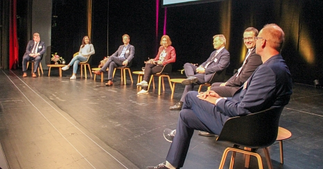 Unternehmer*innen aus der Region diskutierten mit Oberbürgermeister Dr. Thomas Spies (3.v.r.) über Probleme und Chancen der Corona-Krise.©Freya Altmüller, i.A. der Stadt Marburg