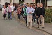 Zusammen mit Ortvorsteher Jan von Ploetz und Bewohnerinnen und Bewohnern erkundete Oberbürgermeister Dr. Thomas Spies Elnhausen.