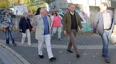 Zusammen mit Bewohnerinnen und Bewohnern erkundete Oberbürgermeister Dr. Thomas Spies den Richtsberg.