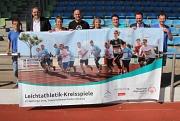 Freuen sich auf die ersten Leichtathletik-Kreisspiele von Special Olympics Hessen im Marburger Georg-Gaßmann-Stadion: (v.l.) Sportler Holger Gesche, Björn Backes (Leiter des Sportamtes der der Universitätsstadt Marburg), Landrätin Kirsten Fründt, Zweiter