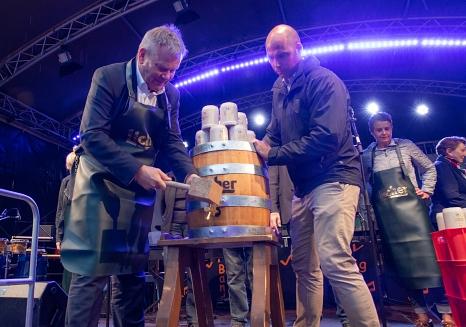 Marburg feiert drei Tage lang: Oberbürgermeister Dr. Thomas Spies hat das Stadtfest mit dem traditionellen Fassbieranstich eröffnet.©Patricia Grähling, Stadt Marburg