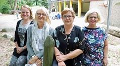 Die Aufstockung stellen Stadträtin Kirsten Dinnebier (2.v.r.) und Angela Stefan, Leiterin Fachdienst Kinderbetreuung (2.v.l.), in der Kita Eisenacher Weg mit Kita-Leiterin Ilona Pinhard (r.) und Stellvertreterin Nadine Hartmann vor.