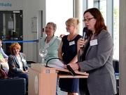 Stadträtin Dr. Kerstin Weinbach (r.) eröffnete die 40. Marburger Sommerakademie gemeinsam mit den Karin Stichnothe-Botschafter (2. v. l.) und Akademieleiterin Britta Sprengel (Mitte), beide vom Fachdienst Kultur der Stadt.