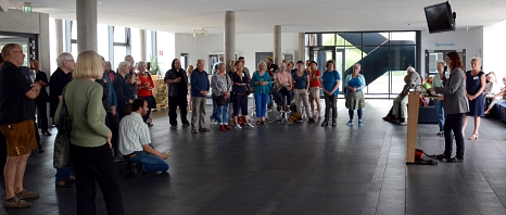 """Zur Eröffnung der 40. Sommerakademie haben sich am Sonntag viele """"Wiederholungstäter"""" bei Familienfeier-Atmosphäre getroffen.©Nadja Schwarzwäller i. A. der Stadt Marburg"""