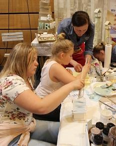 Die Kreativmesse ist eine Mitmachmesse, bei der man in Workshops Neues ausprobieren kann.©Stadt Marburg, Martina Klinge