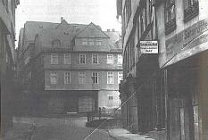 Das abgerissene Haus der Familie Meyer/Rosenberg in der Barfüßerstraße 50. An dieser Stelle, an der sich heute die Sparkasse befindet, wurden die Stolpersteine verlegt.©aus Händler-Lachmann/Thomas Werther