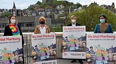 """""""Marburg ist sehr stolz auf seine Unterschiedlichkeit, auf seine Vielfalt und deshalb entstehen bei 'Du bist Marburg' auch ganz gemischte Charaktere"""", so Oberbürgermeister Dr. Thomas Spies bei der Vorstellung des neuen Marburg-Quiz. Ab sofort können das a"""