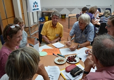 Bürgerinnen und Bürger treffen sich zur Arbeitsgruppe Beteiligung in den Stadtteilen.©Universitätsstadt Marburg