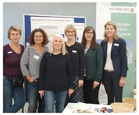 """Die Projektgruppe veranstaltete anlässlich des Internationalen Tages für die Beseitigung der Armut am 17.10.2019 eine Aktion zum Thema """"Ernährung am Existenzminimum""""."""