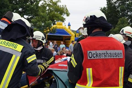 """Der erste """"Aktionstag Verkehr"""" informierte über vermeidbare Gefahren und lockte rund 1000 interessierte Gäste mit einem eindrucksvollen Programm. Dafür wurde die Feuerwehr Ockershausen jetzt für den Feuerwehr-Oscar nominiert.©Freiwillige Feuerwehr Marburg-Ockershausen"""