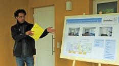 Alle Wohnungen bereits vermietet: Frank Zentner von der GeWoBau berichtet von dem erfolgreichen Erstbezug des Neubaus an der Graf-von-Stauffenberg-Straße 10a.©Viktoria Fischer, i.A.d. Stadt Marburg
