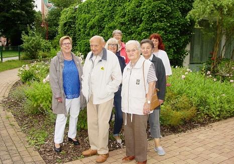 Der Rundweg am Altenzentrum in der Sudetenstraße ist für ältere Menschen gut ausgebaut. Auch mit Rollatoren und Gehhilfen kann er gut genutzt werden.©Stadt Marburg