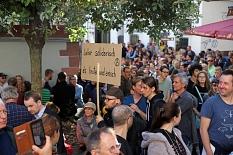 Am oberen Markt und vor dem Glaskubus der alten Synagoge drängten sich bei der Kundgebung noch rund 2000 Menschen.©Simone Schwalm, Stadt Marburg