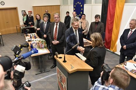 Vereidigung Dr. Thomas Spies durch die stellvertretende Stadtverordnetenvorsteherin, Marianne Wölk.
