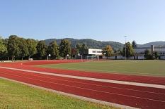 AquaMar - Blick auf das Uni-Stadion. Im Vordergrund die Laufbahn©Universitätsstadt Marburg - Rolf Klinge
