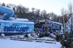Der Eingangsbereich zum Eispalast im winterlichen Ambiente©Universitätsstadt Marburg - Rolf Klinge