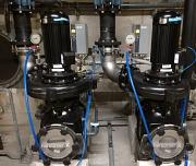 Die beiden neuen energieeffizienten Herborner Pumpen für das Wettkampfbecken im AquaMar im Technikkeller