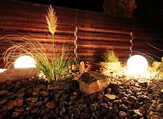 AquaMar - Innenhof Sauna bei Nacht mit entsprechender Beleuchtung©Universitätsstadt Marburg