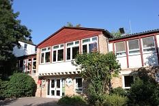 Blick auf den Haupteingang der Jugendherberge Marburg©Universitätsstadt Marburg - Rolf Klinge