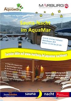 AquaMar - Plakat mit Hinweis auf Saunanächte mit einem Blick auf die Kräutersauna auf der Dachterrasse©Universitätsstadt Marburg