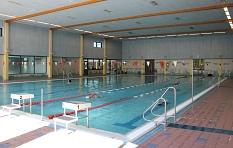 Die Schwimmhalle im AquaMar mit den 6 Bahnen - Länge 25 m©Universitätsstadt Marburg - Rolf Klinge