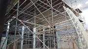 Die Sprunghalle im AquaMar mit dem Baugerüst zur Behebung der Schäden in der Dachkonstruktion