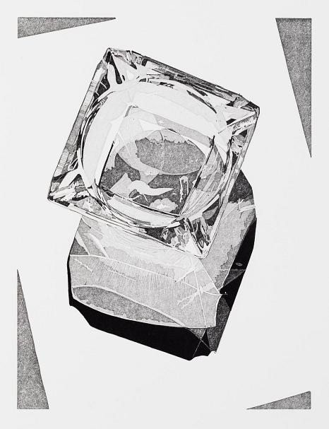 Linolschnitt in schwarz-weiß von Philipp Hennevogl 2020 Kristallglasaschenbecher auf hellem Untergrund mit Schattenspiel©Philipp Hennevogl