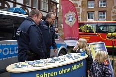 Auch für die jüngsten Besucherinnen des Fests gab es bei der Polizei der Stadt Marburg Antworten auf große Fragen und einmal Probesitzen im großen Polizeiauto.©Stefanie Profus, Stadt Marburg