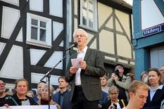 Auch Probst Helmut Wöllenstein sprach bei der Kundgebung.©Simone Schwalm, Stadt Marburg