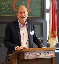 Auch Uni-Vizepräsident Prof. Dr. Michael Bölker hieß die Wissenschaftler*innen willkommen.©Simone Schwalm, Stadt Marburg