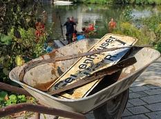 """Auch viele Metallteile gehörten zu dem Müll, den DLRG und """"Lahntaucher"""" aus dem Wasser sammelten.©Freya Altmüller, i.A.d. Stadt Marburg"""