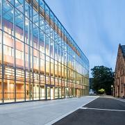 Glasfassade der neuen Universitätsbibliothek Marburg