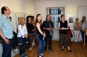 """Rund 60 Gäste waren zur Vernissage der Ausstellung  """"Blaue Stunde"""" des Berliner Künstlers Henry Ruck (4. v. r.) gekommen, die Stadträtin und Kulturdezernentin Dr. Kerstin Weinbach (3. v. r.) eröffnete."""