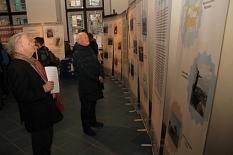 Die Ausstellung im Rathaus zeigt in Wort und Bild die Situation Geflüchteter an den Außengrenzen Europas.©Heiko Krause i. A. der Stadt Marburg