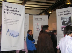 Ausstellungseröffnung Frauen- und Männerbilder in der Werbung©Universitätsstadt Marburg