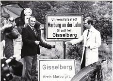 """Zum 1.7.1970 wurden im Rahmen der Gebietsreform die Ortschilder ausgetauscht. Marburg firmiert mit """"Universitätsstadt Marburg an der Lahn"""".©Erhart Dettmering"""