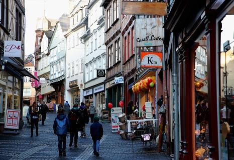 Mehr als 300 Gewerbetreibende gibt es in der Marburger Oberstadt. Sie haben noch bis zum 28. Februar die Möglichkeit, an der Online-Befragung teilzunehmen.©Thomas Steinforth, Stadt Marburg