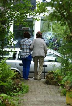 Informationen und Tipps für pflegende Angehörige©Bild mit pflegebedürftigen Angehörigen