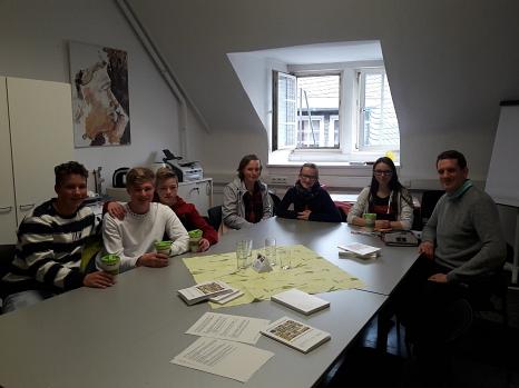Sechs Schüler*innen der Martin-Luther-Schule zu Besuch im Fachdienst Klimaschutz, Stadtrün und Friedhöfe©Universitätsstadt Marburg
