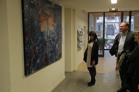 """Bis zum 17. August ist die neue Ausstellung in der """"Galerie 36"""" im städtischen Jugendamt zu sehen.©Stadt Marburg, i. A. Heiko Krause"""